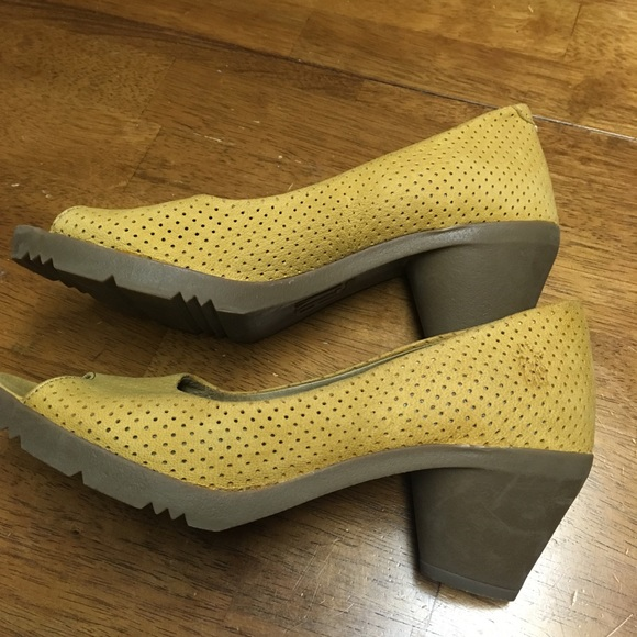 31ec8d44b4c Fly London Shoes - Fly London Fila Perforated Pump Size 41 (11)